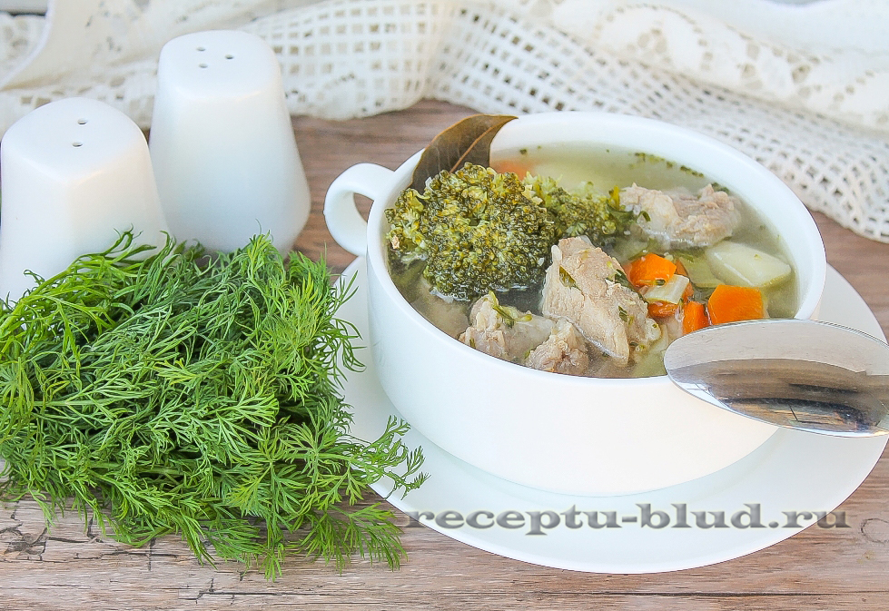 Овощной суп со свининой и брокколи