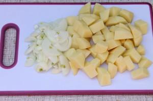 Очищенный и нарезанный картофель