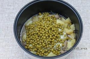 Картофельное рагу с мясом и зеленым горошком