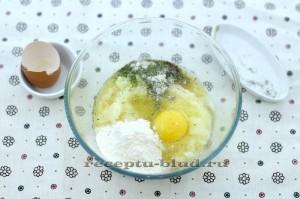 Картофель и яйцами, мукой и специями