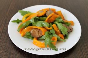 Салат теплый с печенью и перцем