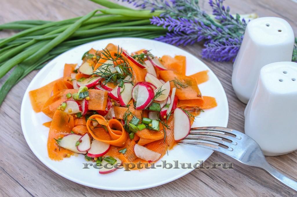 Салат из свежей моркови с редисом