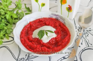 Свекольный холодный крем суп