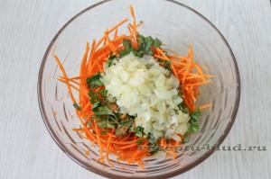 Обжаренный лук с корейской морковкой