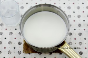 Подогрейте молоко