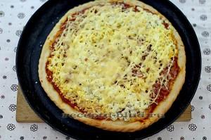 Домашняя пицца на тонком тесте с адыгейским сыром