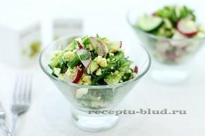 Весенний салат из огурцов с редисом и яйцом