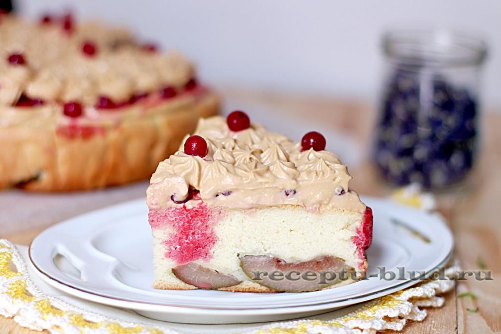 Творожно-бисквитный пирог с красной смородиной
