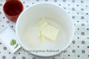 Смешайте масло с сахаром
