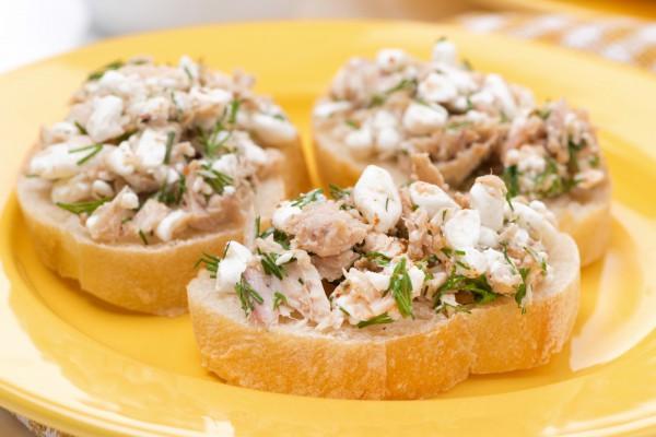 Бутерброды с тунцом и брынзой