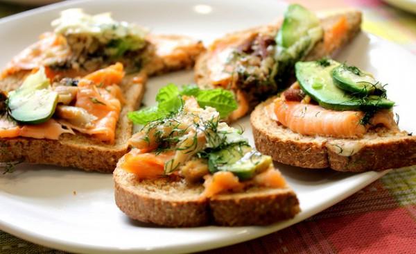 Быстрые бутерброды с лососем