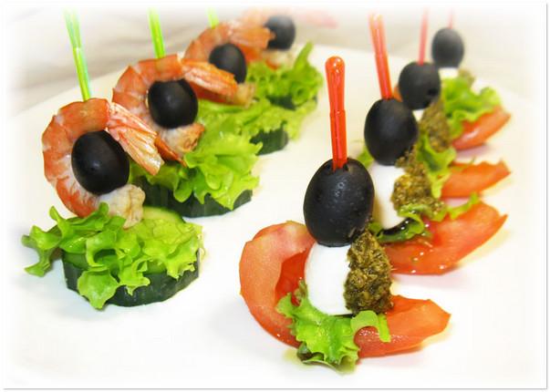 канапе с креветками и оливками