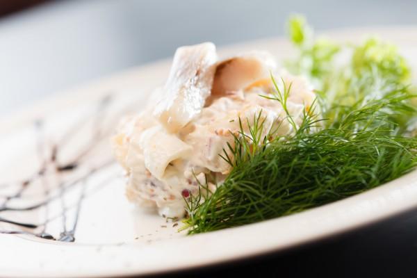 Салат с картофелем и сельдью