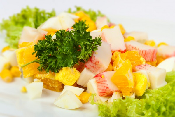 Салат с крабовыми и апельсинами