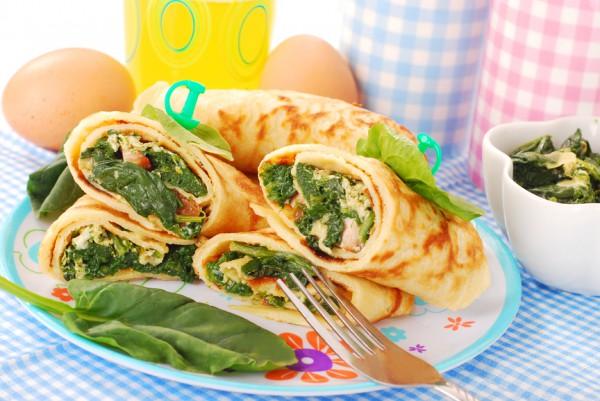 блины с яйцами и шпинатом