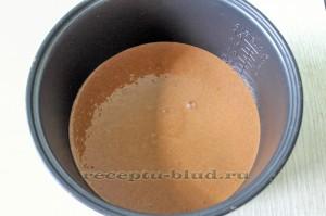 тесто для шоколадного бисквита в чаше мультиварке