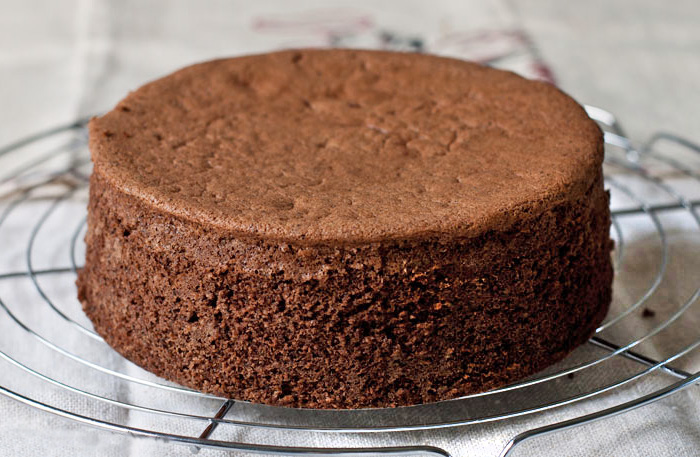 Шоколадный бисквит традиционный в духовке
